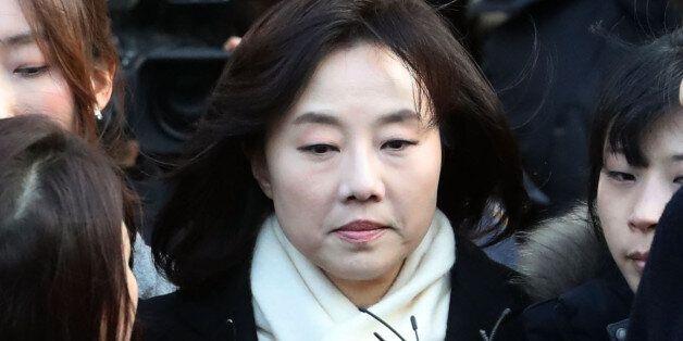 '블랙리스트' 혐의로 구속된 조윤선 문화체육관광부 장관이 사의를