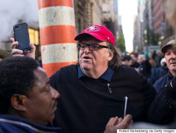 마크 러팔로와 마이클 무어가 도널드 트럼프 반대 시위에