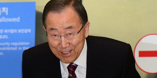 반기문 전 유엔사무총장이 12일 오후 인천국제공항을 통해 입국하고