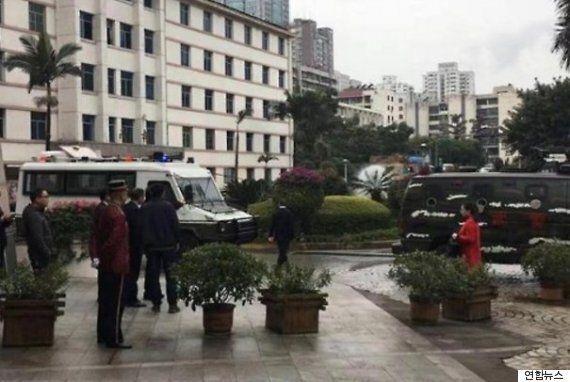 한 중국 관료가 회의장에서 상관들을 쏘고