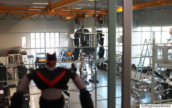 4m짜리 거대 로봇은 누가 왜