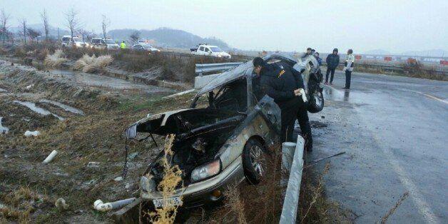 4일 오전 6시 40분께 전북 군산시 개정면 한 농로에서 불에 탄 그랜저 승용차가 발견된 가운데, 차량 안에 고모(53·여)씨가 숨진 채 발견돼 경찰이 조사에 나섰다.(전북지방경찰청