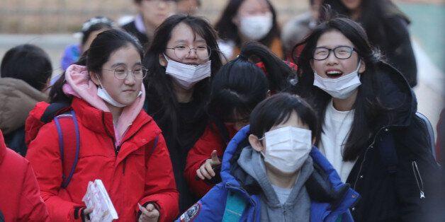 초·중·고 독감환자가 역대 최고치를 기록했고, 교육부가 '조기방학'을 검토하라고