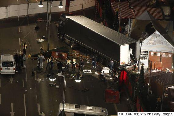 독일 경찰이 베를린 트럭 돌진 사건을 '테러'로 추정하고 수사에