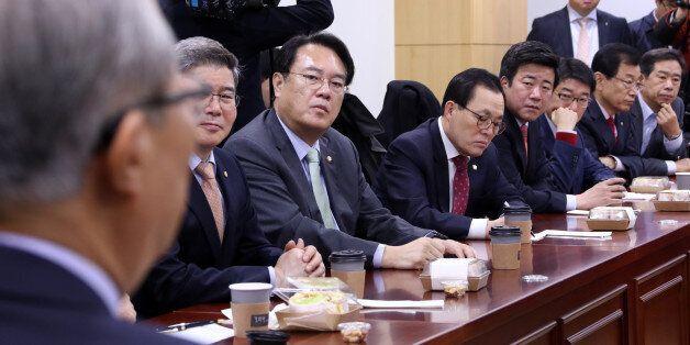 새누리당 '개헌 모임'에 초대된 김종인이