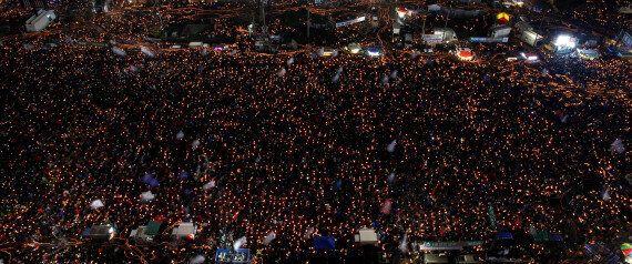 크리스마스 이브이기도 한 9차 촛불집회는 어느 때보다도 흥겨울