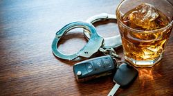이 교직원이 음주운전으로 징역형을 받은 이후에도 계속 월급을 받을 수 있었던