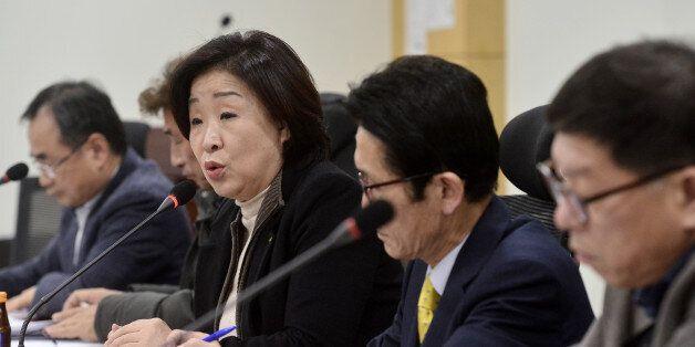 심상정 정의당 대표가 27일 오후 서울 여의도 국회의원회관에서 열린 'AI에 따른 농가 피해보상 개선방안 마련을 위한 농축산 단체 대표자 간담회'에 참석해 인사말을 하고