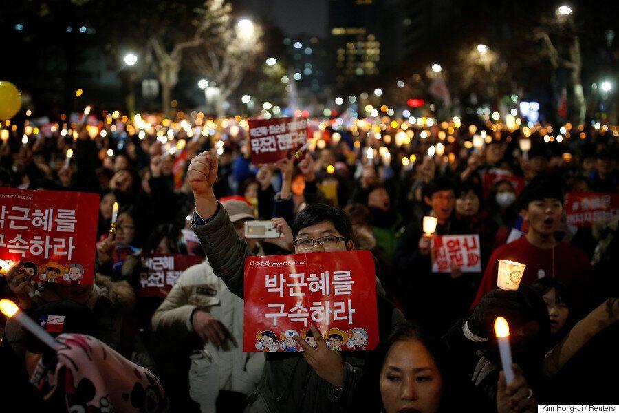 [화보] 8차 촛불집회에 나온 시민들은 '박근혜 즉각퇴진'을