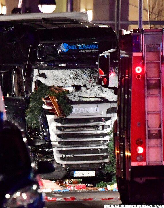 베를린 시내 광장 인파를 향해 대형 트럭이 돌진해 사상자 60여명이