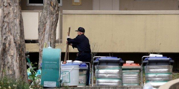 '경비원 줄여 관리비 절감' 계획에 반대한 아파트가