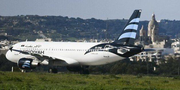 118명 탄 리비아 여객기가 공중 납치된 후,