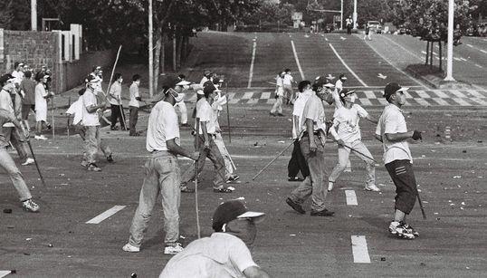 1996년 8월 연세대학교의 농성 사진을 찍은 사람을