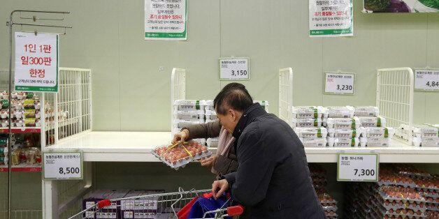 18일 오후 서울 양재동 농협하나로마트 달걀 코너가 썰렁하다. 마트