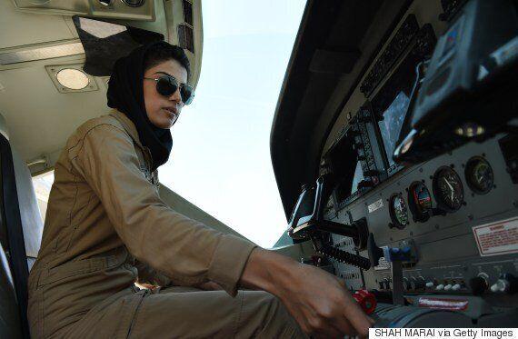 아프간 공군 '첫 여성 조종사'가 '망명' 신청한