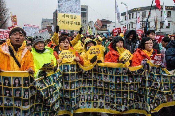 한국 촛불집회의 '노란 리본'에서 배운