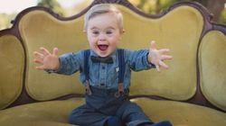 다운증후군을 가진 꼬마가 아동복 모델이