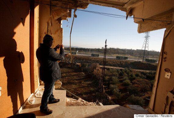 시리아 알레포에서 반군 수천명이 철수했다. 아사드는 '알레포가 해방됐다'고