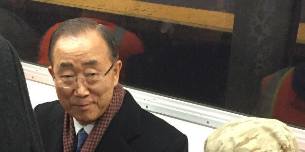 이달 말 10년 임기를 마치고 퇴임하는 반기문 유엔 사무총장이 13일(현지시각) 뉴욕 지하철을 타고 이동하고