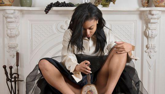 이 사진가가 유색 인종 여성만 촬영하는