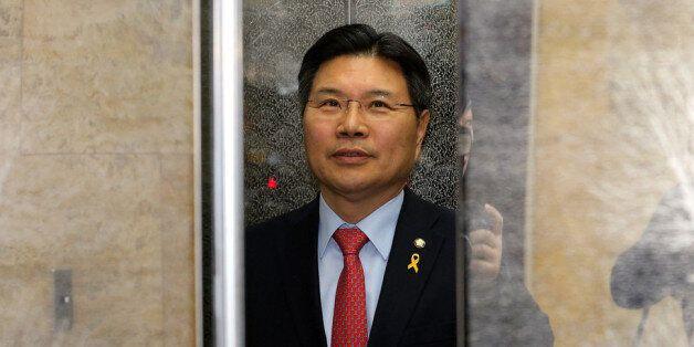 '친박' 홍문종이 라디오 인터뷰 도중