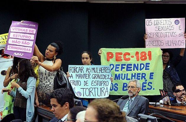 Relator do texto em 2017, o então deputado Tadeu Mudalen (DEM-SP) acrescentou trecho na PEC 181...