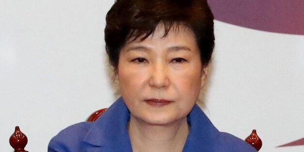 박 대통령이 '탄핵 가결'에 대해 입을