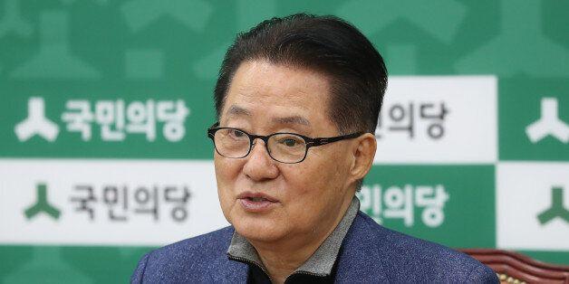 국민의당 박지원 원내대표가 11일 오전 국회에서 기자간담회를 하고