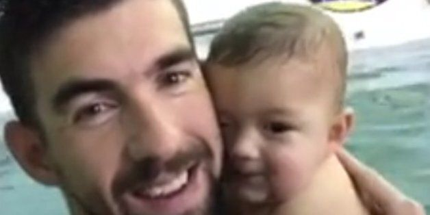 마이클 펠프스가 7달 된 아들에게 잠수법을