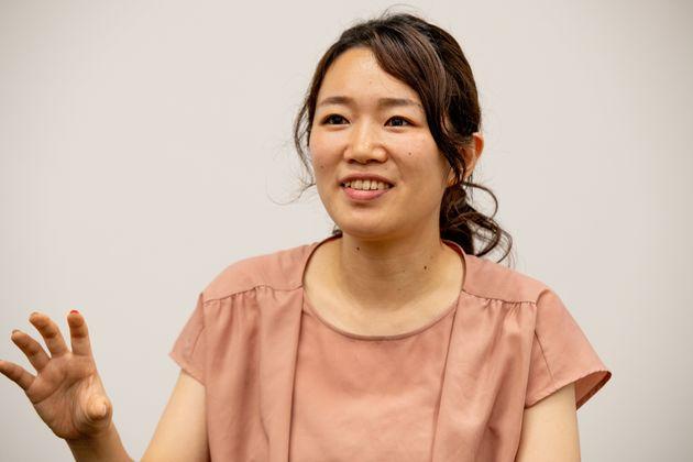 アサヒ飲料株式会社マーケティング本部健康戦略部の宮本菜々子さん。心と体の健康を目指す「はたらくアタマに」シリーズは自信作と話す。