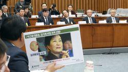 사진으로 뚜렷이 보이는 박근혜의 멍자국을 청와대 사람들은 당시 전혀 몰랐다고