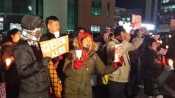 오늘도 춘천 김진태 사무실 앞에서 촛불집회가