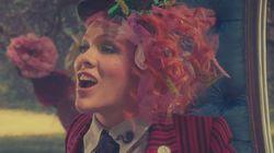 팝가수 핑크가 커피 마시는 사진을 한 장 올렸다가 잔소리 폭탄을