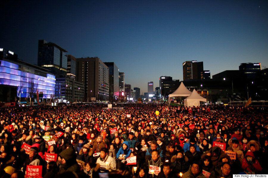 [7차 촛불집회] 시민들은 탄핵을 자축하면서도