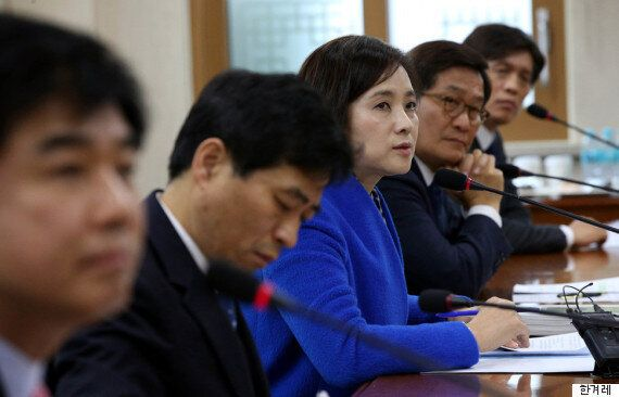국정교과서에 '유신헌법이 민주화운동 근거' 넣으려