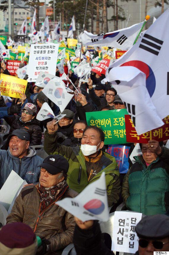 박근혜 지지자들이 '대통령은 잘못이 하나도 없다'고 생각하는 논리적 근거(사진