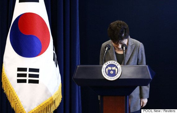 청와대가 '대통령 퇴진시점 밝혀라' 요구에