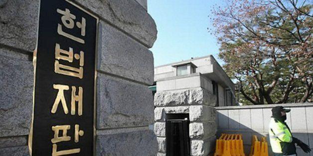 '공공장소에서 신체 과다 노출하면 처벌한다': 경범죄처벌법의