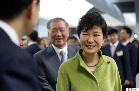 박근혜 대통령이 대기업 총수들의 '민원'을 들었다는 의혹이 나왔다. '뇌물죄' 혐의 추가