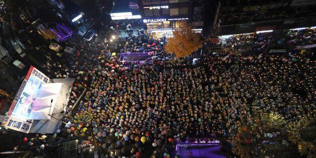 26일 오후 광주 동구 금남로에서 열린 박근혜 대통령 퇴진 촉구 5차 촛불집회에 참여한 시민이 거리를 메우고