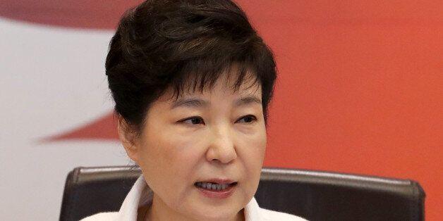 박근혜 대통령이 내일 국무회의에도 불참한다. 그러나 '국정은 계속 챙기겠다'는