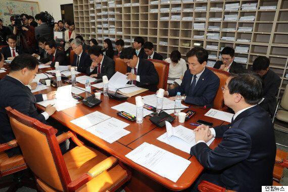 '최순실 특검법' 논의하려던 국회 법안소위가 파행 끝에