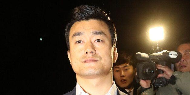 이영선 전 청와대 행정관이 서울 서초동 검찰 특별수사본부에서 참고인 신분으로 조사를 받은 10월 30일 새벽 귀가하고
