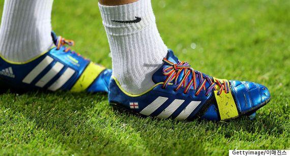 LGBT 축구 선수와 팬들을 모두가 존중할 때까지 우리는 캠페인을 멈추지 않을