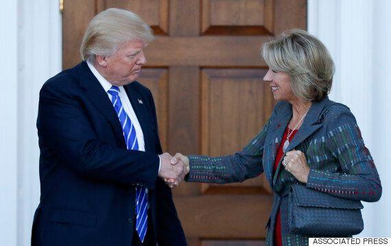 도널드 트럼프가 공립학교에 다닌 적이 없는, 교육 민영화론자를 교육부 장관에