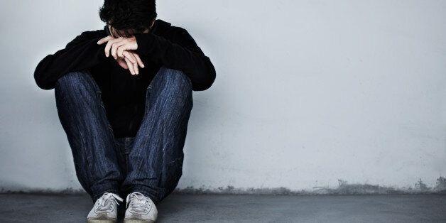 젊은 남성의 절반이 아버지와 정신적인 문제에 대해 말하지