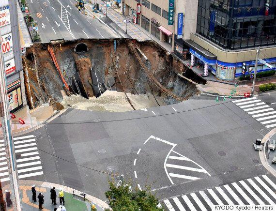 일주일 만에 보수된 후쿠오카 싱크홀이 다시 가라앉기