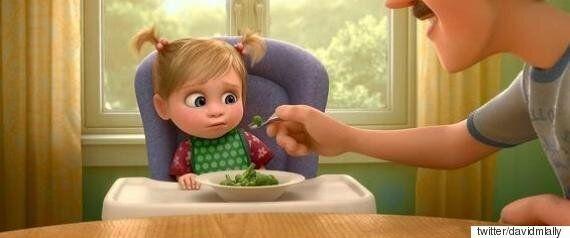 브로콜리를 처음 먹어본 아기는 인생의 쓴맛을