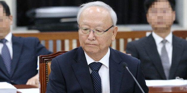 국정원장이 '우병우 직보' 의혹이 제기된 추모 국장을 감찰조사 중이라고