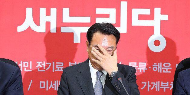 새누리당 정진석 원내대표가 22일 오전 국회에서 열린 원내대책회의에서 발언을 마친 뒤 생각에 잠겨